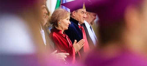 Губернатор Югры Наталья Комарова провела первокурсников СурГУ через Врата знаний